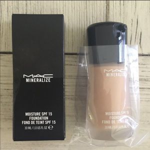 New full size MAC mineralize foundation spf NC42